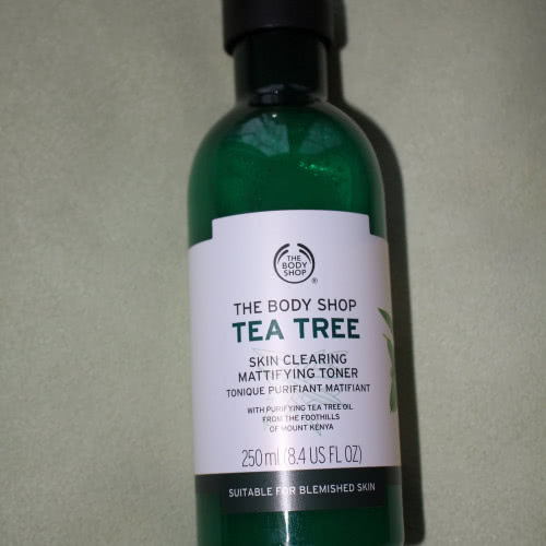Тоник для проблемной кожи The body shop Tea Tree skin crearing mattifying toner