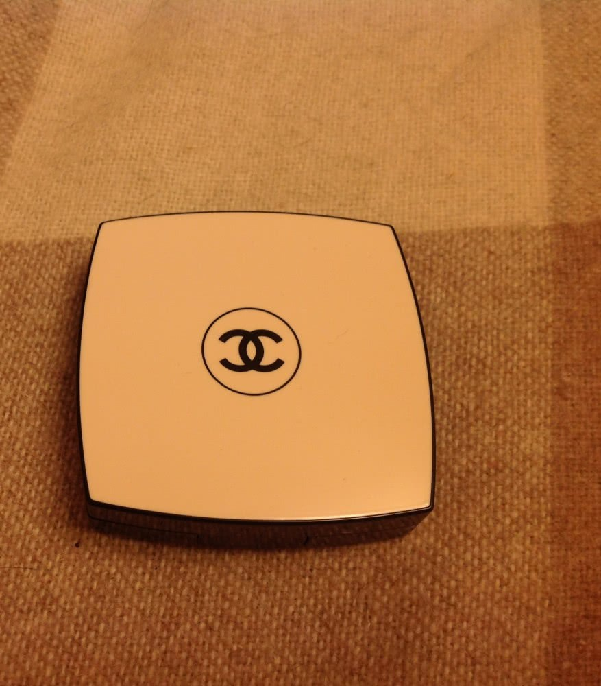 Chanel Les Beiges Healthy Glow Sheer Powder №20