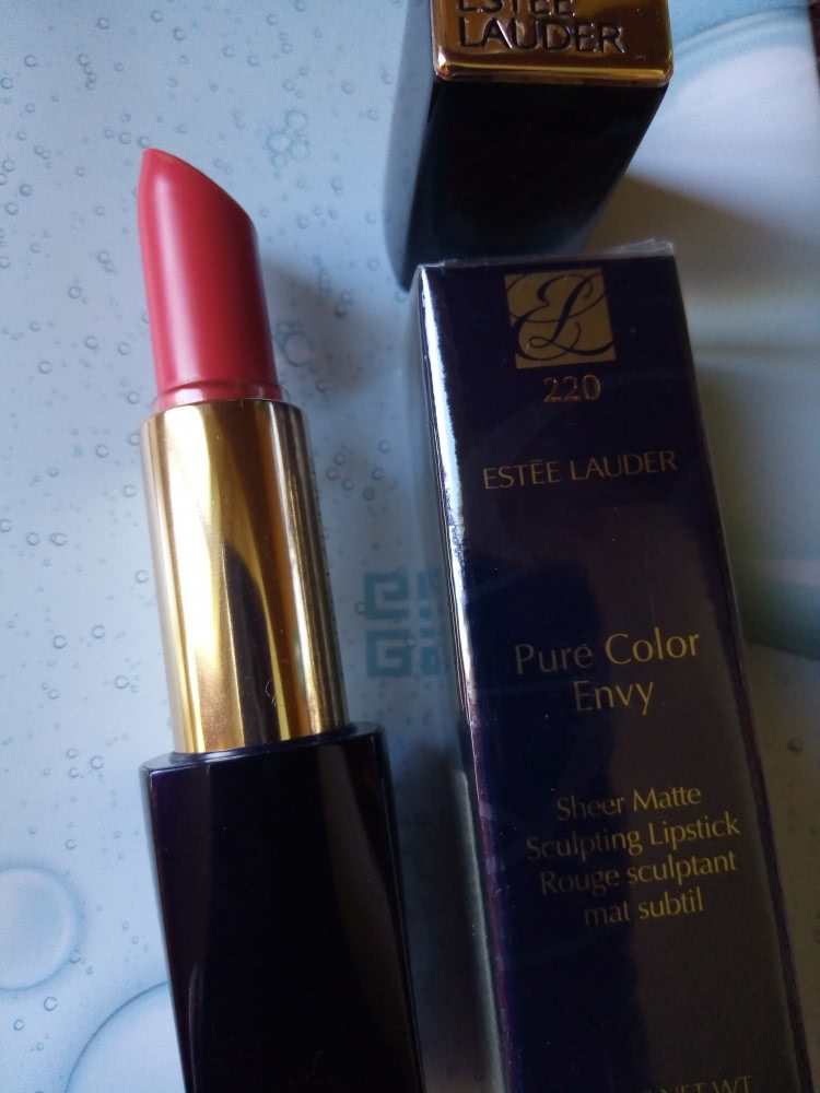 Помада матовая  Estee Lauder 220 Fresh Danger
