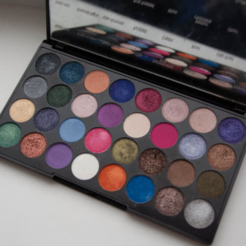 Makeup Revolution Eyes Like Angels palette